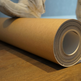 Lăn cuộn giấy theo chiều cuộn